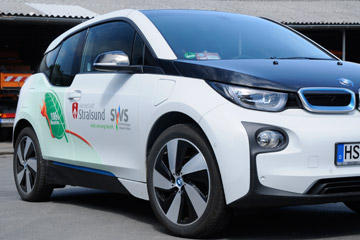 Elektromobilität – Stromtankstelle und Fahrzeuge